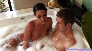 Sexo caliente en la bañera y después
