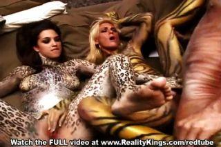 Bodypainted bellezas en la acción vaginal caliente