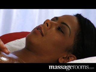 Labios sensuales de ébano sensual y masaje de clítoris