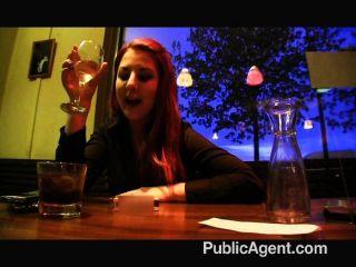 Agente público revela su identidad a un amigo
