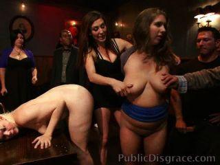 Putas desgraciadas y folladas en un bar