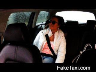 Faketaxi hot 19 años en taxi