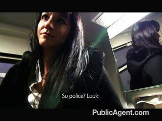 Publicagent penelope folla en el tren