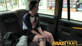 Turista español faketaxi con gallo taxi grande