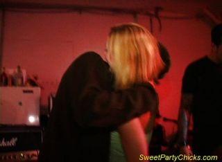 Chupando apagado en el concierto privado de la fiesta