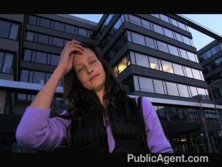 Publicagent evelyn tira de fuera