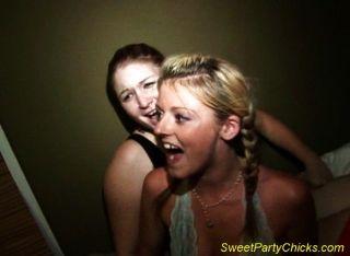 Sexo en medio de una fiesta
