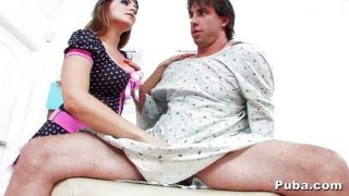 Natasha nice ve a un paciente de sexo masculino caliente