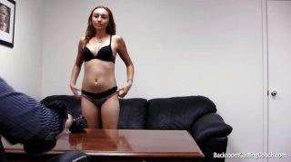 Sofá de casting para la carrera porno