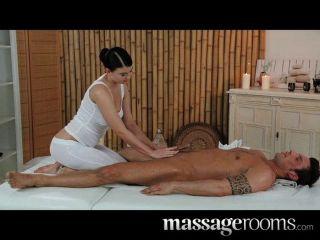 Salas de masaje belleza joven tetas enormes