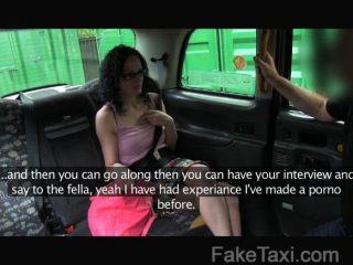 Faketaxi wannabe porn star tiene habilidades