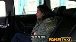 Faketaxi no paga dinero con su coño