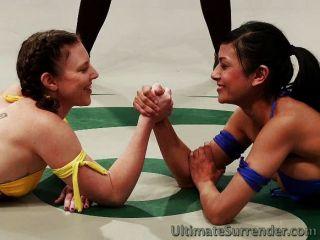 Chicas calientes en el equipo de etiqueta de lucha libre