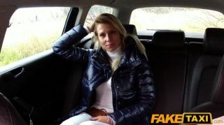 Faketaxi rubia nena chupa y folla en taxi