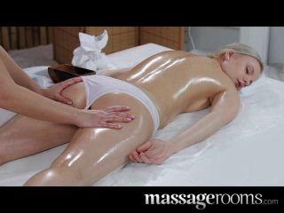 Salas de masaje inocente joven rubia