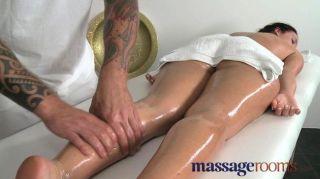 Salas de masaje joven stunner de piernas largas