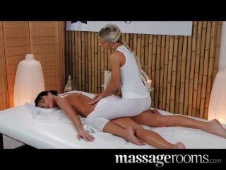 Salas de masaje modelo elegante con piernas largas