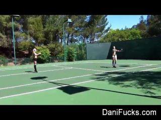 Dani daniels lesbianas tenis bts