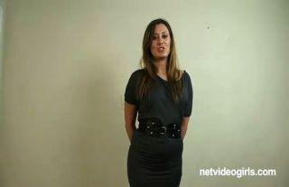 Chloe follada durante la entrevista