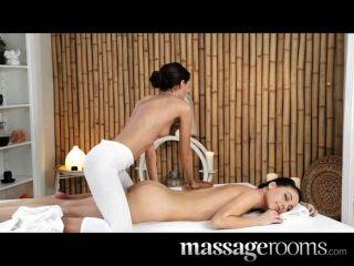 Salas de masaje lesbianas obtener aceitado y húmedo