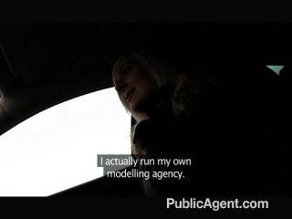 Publicagent blonde stunner muestra ropa interior