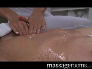Salas de masaje magnífico joven rubia adolescente