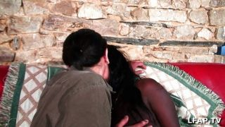 Chica negra francesa se sodomiza