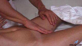 Puma aficionado obtiene un masaje final feliz