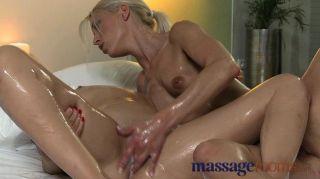 Salas de masaje perfectos se engrasan los pechos