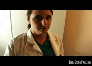 Enfermera morena mierda grande folla a su paciente