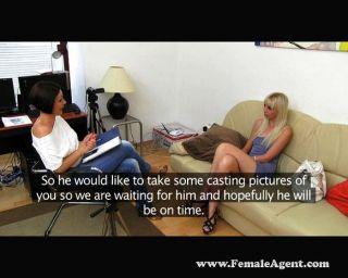Agente femenino vs agente falso