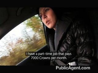 Publicagent joven jodido pelo negro en el coche