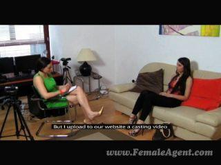 Primera vez lesbianas couch casting