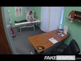 Falsa hospital rubia caliente obtiene médico completo