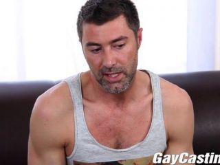 El jersey de los gaycastings le gusta salir desnudo