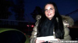 Joven exhibicionista checo folla por dinero en efectivo