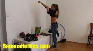 Checo modelo de moda de 18 años kamila en el casting