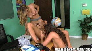 Brazzers sexy lesbianas trío en la escuela
