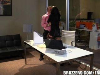 Brazzers alektra blue es una secretaria caliente