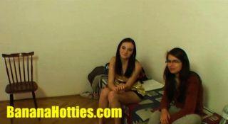 Adolescente follada en los dos agujeros en el primer casting