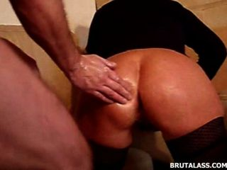Objetos brutales y doble fisting anal