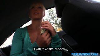 Publicagent rubia folla chico por dinero en efectivo en coche