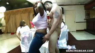 Dick chupar orgía para la novia a ser
