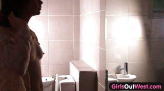 Peludas australianas lesbianas en el baño