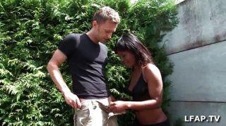 Chica negra francesa se golpea el culo