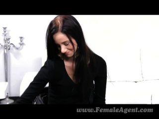 Femaleagent primera vez con una mujer sexy