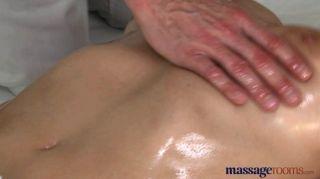 Salas de masaje tímido sexy morena chorros