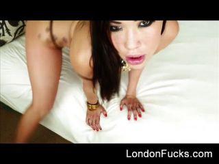 Londres keyes obtiene una eyaculacion facial desordenada