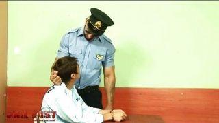 Chico muy mal follado por el policía gay brutal