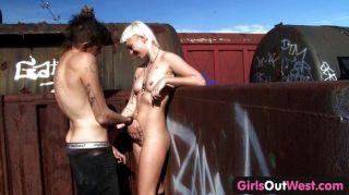 Chicas hacia fuera oeste peludo rubia tren sexo